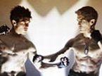 《铁拳》刚猛预告 经典游戏再爆荧幕