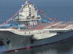 中国首艘航母平台升起军旗